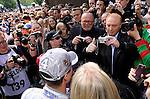 DTM Duesseldorf 2009<br /> Vorstellung und Eroeffnung<br /> <br /> Ralf Schumacher war  waehrend der Vorstellung in Duesseldorf von Pressekameras und Fans umgeben.<br /> <br /> Foto © nph (nordphoto)