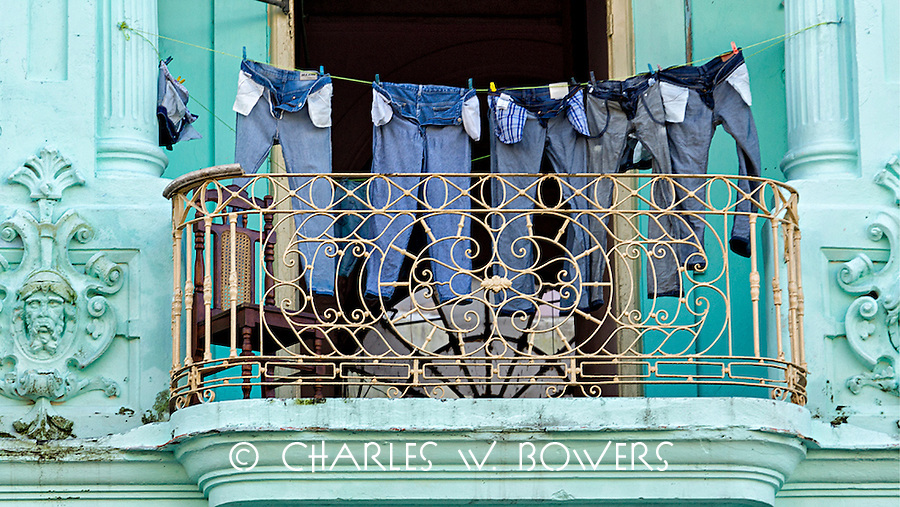 Everyday Cuba laundry on the balcony<br />