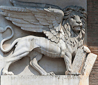 Italy, Veneto, Province Capital Verona: The winged Lion of St. Mark | Italien, Venetien, Provinzhauptstadt Verona: der gefluegelte Loewe, Loewe von St. Markus, Wahr- und Hoheitszeichen der Republik Venedig