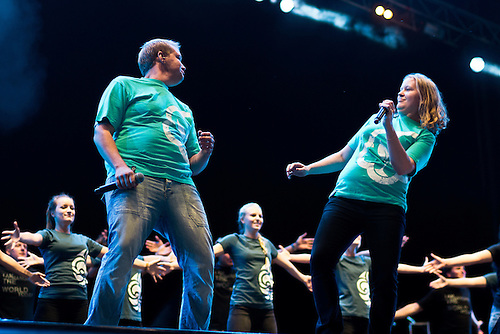 The Jamboree Song is preformed with song and dance at the IST Opening Ceremony. Photo: Fredrik Sahlström/Scouterna
