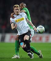 FUSSBALL   1. BUNDESLIGA   SAISON 2011/2012   30. SPIELTAG SV Werder Bremen - Borussia Moenchengladbach    10.04.2012 Marco Reus (li, Borussia Moenchengladbach) gegen Naldo (re, SV Werder Bremen)