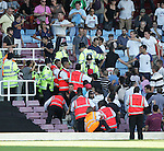 Tempers flare between Roma's fans and the Police. .Pic SPORTIMAGE/David Klein..Pre-Season Friendly..West Ham United v Roma..4th August, 2007..--------------------..Sportimage +44 7980659747..admin@sportimage.co.uk..http://www.sportimage.co.uk/