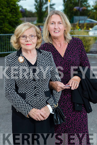 Mary and Pauline Gleasure (Kilflynn) at the Rose of Tralee fashion show at the dome on Sunday night.