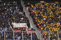 BUENOS AIRES, ARGENTINA, 07.06.2013 - COPA 2014 - ELIMINATÓRIAS SUL-AMERICANAS - ARGENTINA X COLOMBIA - Torcedores da Argentina (E) e Colombia (D) partida da 13 rodada da eliminatórias sul-americanas para a Copa do Mundo de 2014, no estádio Monumental de Nuñez em Buenos Aires capital da Argentina, nesta sexta-feira, 07. (Foto: Juani Roncoroni / Brazil Photo Press).