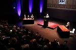 Foto: VidiPhoto<br /> <br /> NIJMEGEN – In Lux in Nijmegen is dinsdagavond op initiatief van de Radboud Universiteit een debatavond gehouden over het al dan niet afschaffen van religieuze feestdagen. Sprekers (redetwisters) waren religiewetenschapper Paul Vermeer (tegen) en voorstander van christelijke feestdagen, de theoloog Peter Nissen (met baard).