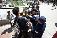 ATENCAO EDITOR: FOTO EMBARGADA PARA VEICULOS INTERNACIONAIS. - SAO PAULO, SP , 29 DE SETEMBRO DE 2012 - PRACA ROOSEVELT REINAUGURACAO - O prefeito Gilberto Kassab (PSD), participou da entrega da parca TRoosevelt apos 2 anos de obras. Durante seu discurso um grupo de manifestantes denominados como Servos da Catraca realizaram uma manifestação durante a cerimonia onde o mesmo discursava. Durante o ato os manifestantes formam expulsos da praça pelos Guardas civis metropolitanos e por segurança que faziam a segurança do evento e  impedidos de permanecerem no local até a saida do prefeito. Na foto manifestantes, guardas e seguranças entram em conflito durante o ato. na regiao central da captal paulista FOTO VAGNER CAMPOS/BRAZIL PHOTO PRESS