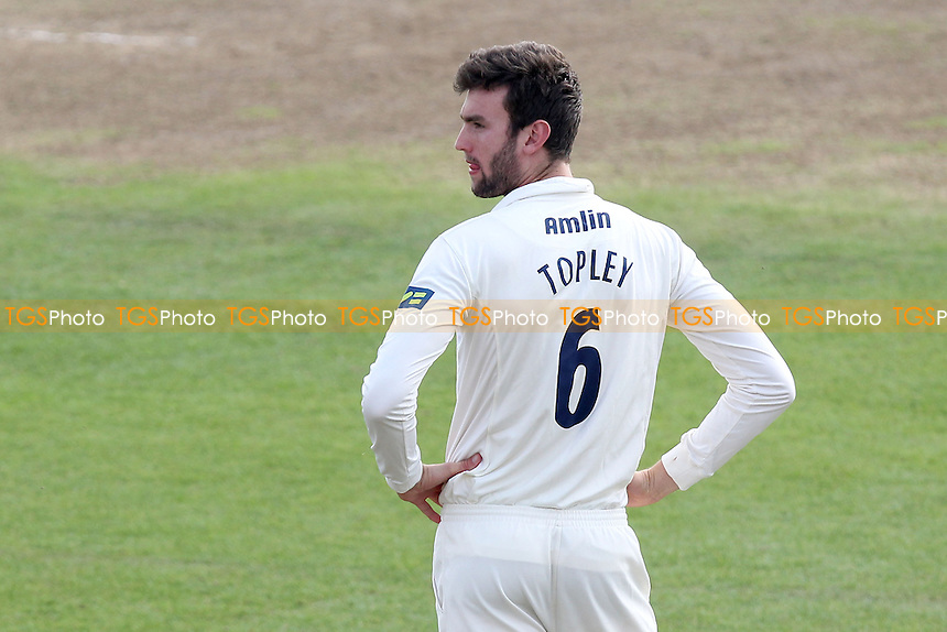Reece Topley of Essex in the field as twelfth man - Leicestershire CCC vs Essex CCC - LV County Championship Division Two Cricket at Grace Road, Leicester - 16/09/14 - MANDATORY CREDIT: Gavin Ellis/TGSPHOTO - Self billing applies where appropriate - contact@tgsphoto.co.uk - NO UNPAID USE