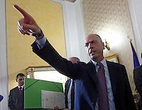 Angelino Alfano  durante la  firma del protocollo per il passaggio della caserma Bixio alla scuola della Nunziatella
