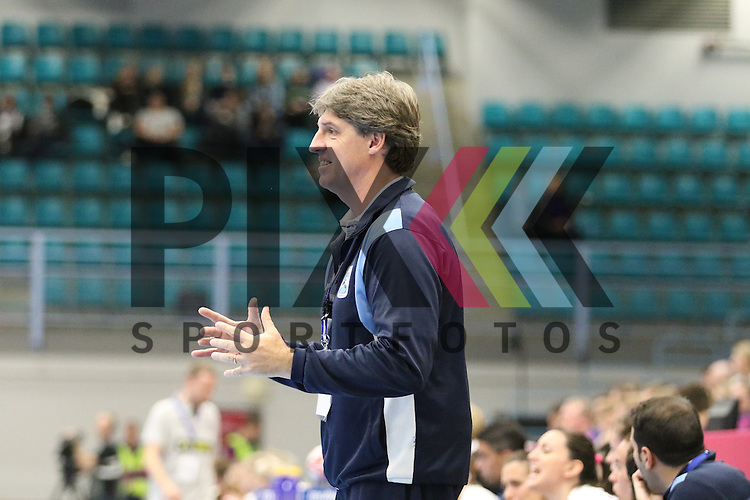 Kolding (DK), 07.12.15, Sport, Handball, 22th Women's Handball World Championship, Vorrunde, Gruppe C, Deutschland-Argentinien : Eduardo Peruchena (Argentinien, Trainer)<br /> <br /> Foto &copy; PIX-Sportfotos *** Foto ist honorarpflichtig! *** Auf Anfrage in hoeherer Qualitaet/Aufloesung. Belegexemplar erbeten. Veroeffentlichung ausschliesslich fuer journalistisch-publizistische Zwecke. For editorial use only.