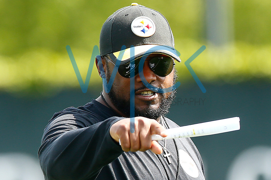 Head coach Mike Tomlin of the Pittsburgh Steelers looks on during OTA's at the Rooney Sports Complex on the Side Side in Pittsburgh, Pennsylvania on May 31, 2016. (Photo by Jared Wickerham/DKPittsburghSports)