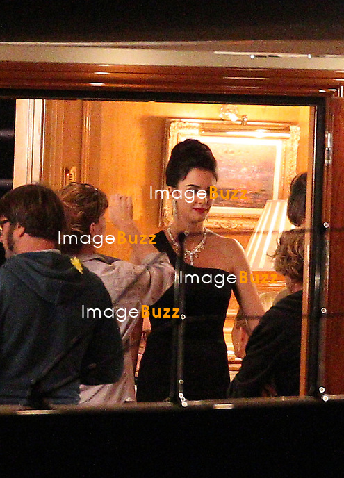 """Nicole Kidman in the role of Grace Kelly is filming """" Grace Of Monaco """"  where she seems to be pregnant """"   while filming a scene with Paz Vega and Tim Roth on a yacht. Menton, France, October 24, 2012."""