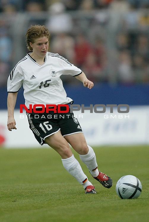 EM Qualifikation 2005 - Frauen Nationalmannschaft<br /> <br /> Deutschland vs. Ukraine 6:0<br /> <br /> Petra Wimbersky (1. FFC Turbine Potsdam) von der Deutschen Frauen Nationalmannschaft.<br /> <br /> Foto &copy; nordphoto - Ruediger Lampe<br /> <br /> <br /> <br /> <br /> <br /> <br /> <br />  *** Local Caption *** Foto ist honorarpflichtig! zzgl. gesetzl. MwSt.<br /> <br />  Belegexemplar erforderlich<br /> <br /> Adresse: nordphoto<br /> <br /> Georg-Reinke-Strasse 1<br /> <br /> 49377 Vechta