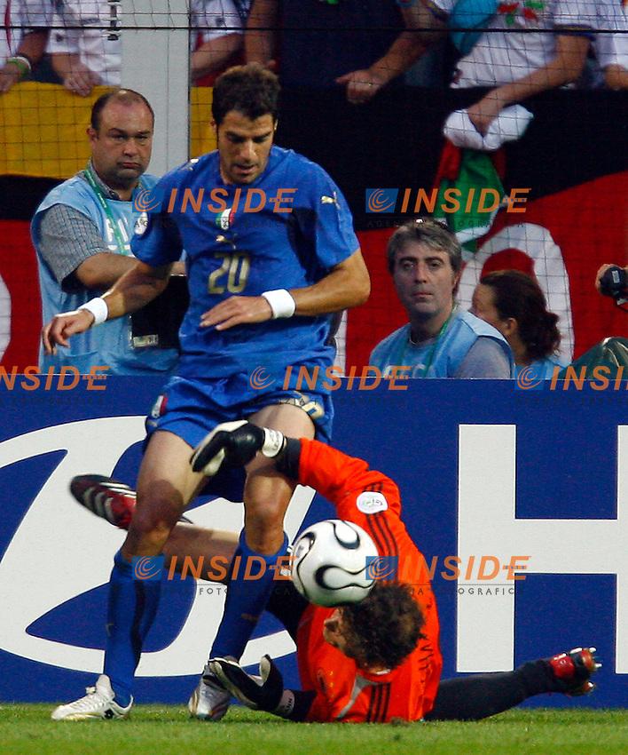 Dortmund 4/7/2006 World Cup 2006 Semifinale Germania Italia.Photo Andrea Staccioli Insidefoto.l'occasione da gol di perrotta fermato da lehmann