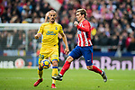 Antoine Griezmann (R) of Atletico de Madrid competes for the ball with Alejandro Galvez Jimena of UD Las Palmas during the La Liga 2017-18 match between Atletico de Madrid and UD Las Palmas at Wanda Metropolitano on January 28 2018 in Madrid, Spain. Photo by Diego Souto / Power Sport Images