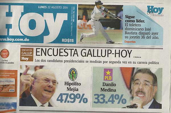 Imagen de la portada del periodico HOY, donde la encuestadora galup refleja hoy, lunes 23 de agosto, el posicionamiento del los candidatos presidenciales del PRD Hipólito Mejía y del PLD Danilo Medina. Foto Acento.com.do