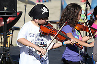 DeAnza Cove, Mission Bay, San Diego CA, USA.  Sunday, January 25 2015:  The Crown Point Elementary School violin group performs after the Friends of Pacific Beach Schools (FOPBS) School Yard Dash.  The 2nd annual charity event which raises money for the six local schools in the Mission Bay Cluster, comprised of a 1-mile run for kids followed by a 5K run for all ages.  Besides parents, teachers, staff, students and siblings competitors from all over San Diego and abroad ran in the event.  All six schools in the Mission Bay cluster had information booths at the event for potential parents to meet and speak with staff and students.  Music was provided by local teenage band Rubber Band and the string ensemble from Crown Point Elementary School.