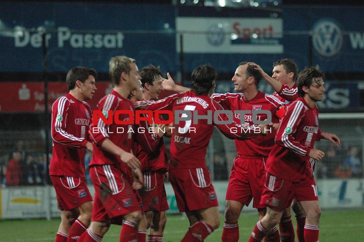 3. FBL 2008/2009 29. Spieltag RŁckrunde BSV Kickers Emden vs. SpVgg Unterhaching, Jubel nach dem 4:0 Treffer durch Robert Zillner  (Unterhaching #8) , Foto © nph (nordphoto)