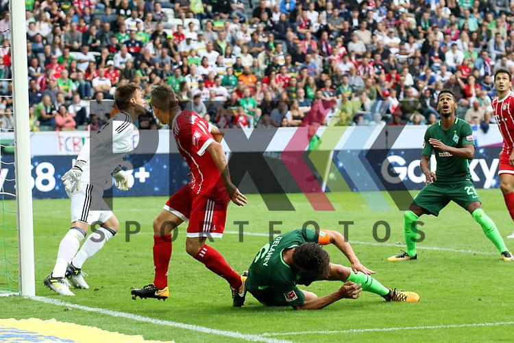 Bremens Thomas Delaney (Nr.6) hoch zum Kopfball geht zu Boden beim Telekom Cup 2017 Bayern Muenchen - Werder Bremen.<br /> <br /> Foto &copy; PIX-Sportfotos *** Foto ist honorarpflichtig! *** Auf Anfrage in hoeherer Qualitaet/Aufloesung. Belegexemplar erbeten. Veroeffentlichung ausschliesslich fuer journalistisch-publizistische Zwecke. For editorial use only.