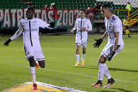 TUNJA - COLOMBIA, 06-04-2018: Didier Delgado (Izq) jugador de Deportivo Cali celebra después de anotar el tercer gol de su equipo a Patriotas Boyaca FC durante partido por la fecha 13 de la Liga Águila I 2018 realizado en el estadio La Independencia de Tunja. / Didier Delgado (L) player of Deportivo Cali  celebrates after scoring the third goal of his team to Patriotas Boyaca FC during match for the date 13 of Aguila League I 2018 played at La Independencia stadium in Tunja. Photo: VizzorImage / Jose Palencia / Cont
