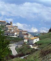 Italien, Umbrien, Castelluccio: Bergdorf in den Sibillinischen Bergen   Italy, Umbria, Castelluccio: mountain village at the Sibillini mountains
