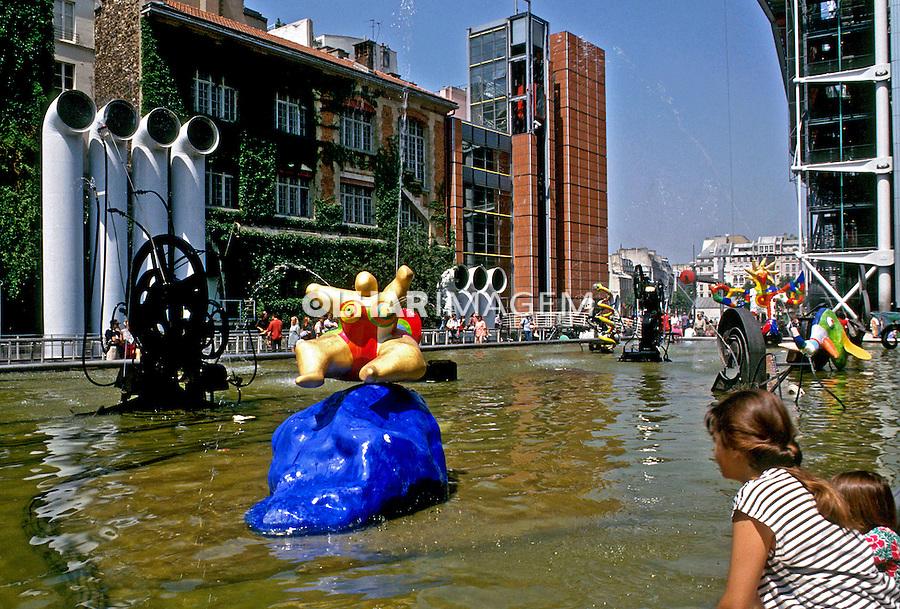 Fontaine Des Inocents em Paris, França. 1993. Foto de Dudu Cavalcanti.