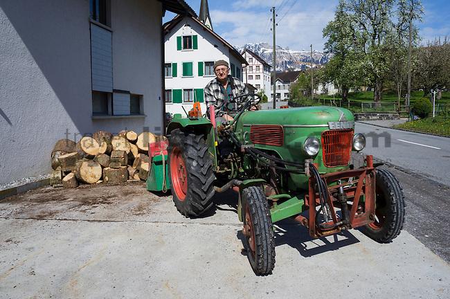 Bauer, farmer, Hugo Hoop, Traktor, Eschen, Rheintal, Rhine-valley, Liechtenstein.