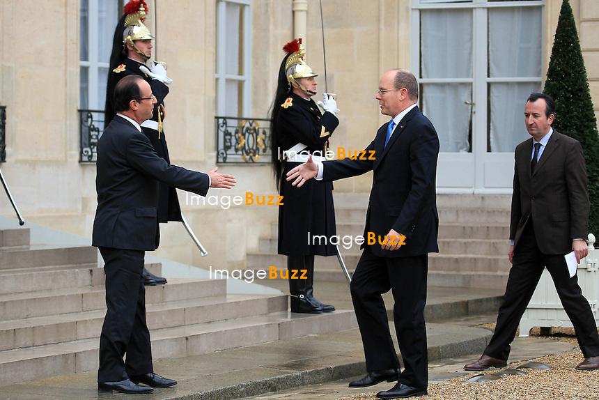 """Prince Albert II of Monaco and French President Francois Hollande at the """"Palais de l'Elysée"""" in Paris. On december 7th 2012..François Hollande et le Prince Albert II - Paris le 07 12 2012 - Francois Hollande a reçu le Prince Albert II a déjeuner au Palais de l'Elysée."""