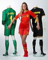 Miss Belgique Laurence Langen presente la nouvelle tenue de l equipe nationale belge de football