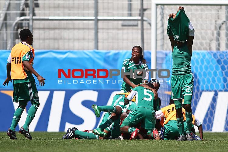 25.07.2010,  Augsburg, GER, FIFA U20 Womens Worldcup, , Viertelfinale, USA vs Nigeria,  im Bild Nigeria feiert Ihren Sieg , Foto: nph /  Straubmeier