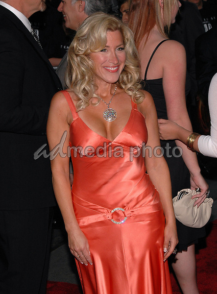 23June 2005 - New York, New York - Actress Lisa Ann Walter arrives at the New York premiere of the new film, &quot;War Of The Worlds&quot; at the Ziegfeld Theater.<br />