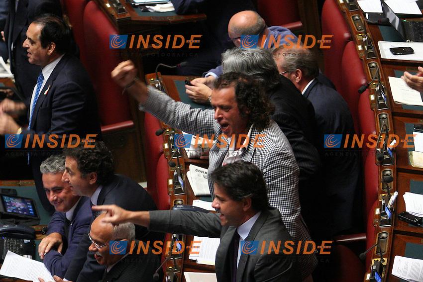 FRANCESCO BARBATO ESULTA ..Roma 20/07/2011 Camera dei Deputati. Voto sul Decreto Rifiuti...Photo Samantha Zucchi Insidefoto