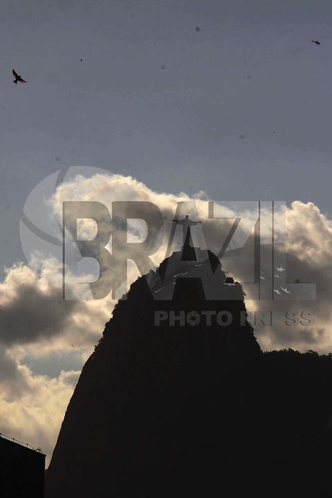 RIO DE  JANEIRO,03 DE  JANEIRO DE 2012- Morro do Corcovado e  Pão  de Açúcar, Rio de  Janeiro.<br /> Foto: Guto Maia / News Free