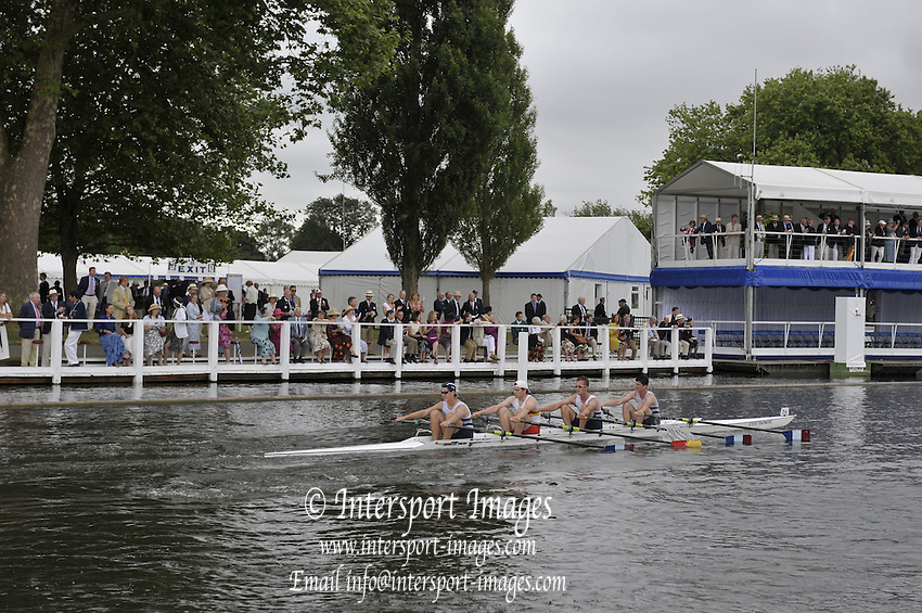 Henley, Great Britain.   Walton RC and Tideway Scullers School, in the closing stages of their heat in the Fawley Challenge Cup  2009 Henley Royal Regatta Friday 03/07/2009 at  [Mandatory Credit. Peter Spurrier/Intersport Images] . HRR.