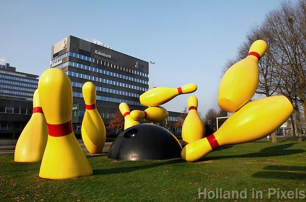 Grote kegels. Kunst van Claes Oldenburg in Eindhoven. Flying Pins