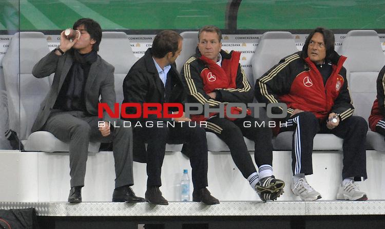 Fussball, L&auml;nderspiel, WM 2010 Qualifikation Gruppe 4  14. Spieltag<br />  Deutschland (GER) vs. Finnland ( FIN )<br /> <br /> Joachim Loew (L&ouml;w) - ( Germany / Trainer / Coach / ) Hans-Dieter Flick ( Germany / Trainer / Coach / <br />  ) Andreas Koepke ( K&ouml;pke ) (Germany / Trainer / Keeper - Coach /  )<br /> <br /> Foto &copy; nph (  nordphoto  )<br />  *** Local Caption *** <br /> <br /> Fotos sind ohne vorherigen schriftliche Zustimmung ausschliesslich f&uuml;r redaktionelle Publikationszwecke zu verwenden.<br /> Auf Anfrage in hoeherer Qualitaet/Aufloesung