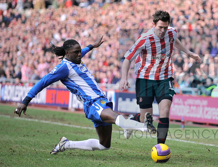 Sunderland's Daryl Murphy and Wigan's Mario Melchiot.