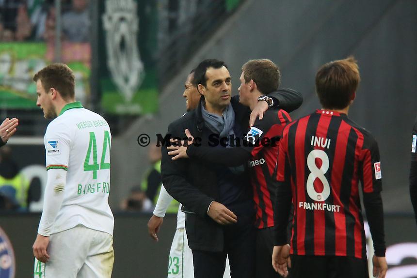 Trainer Robin Dutt (Werder) mit Sebastian Jung (Eintracht) - Eintracht Frankfurt vs. SV Werder Bremen