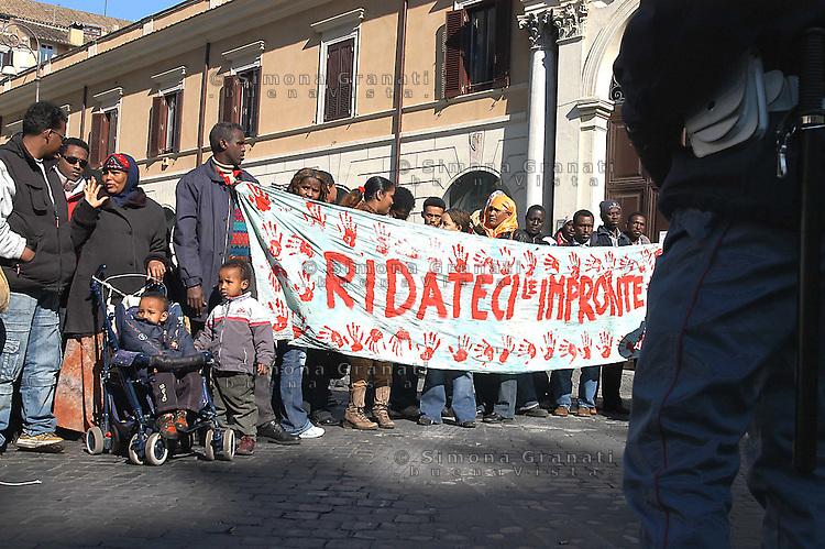 Roma, 13 Febbraio 2006.Manifestazione dei rifugiati per chiedere al prefetto la requisizione degli stabili sfitti..Rome, February 13, 2006.Demonstration of refugees to ask the prefect requisitioning vacant.