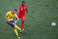 SAMARA - RUSIA, 07-07-2018: Emil KRAFTH (Izq) jugador de Suecia disputa el balón con Raheem STERLING (Der) jugador de Inglaterra durante partido de cuartos de final por la Copa Mundial de la FIFA Rusia 2018 jugado en el estadio Samara Arena en Samara, Rusia. / Emil KRAFTH (L) player of Sweden fights the ball with Raheem STERLING (R) player of England during match of quarter final for the FIFA World Cup Russia 2018 played at Samara Arena stadium in Samara, Russia. Photo: VizzorImage / Julian Medina / Cont