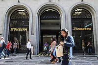 SÃO PAULO, SP, 19.08.2015 - BOVESPA - Movimentação da bolsa de valores, na Bovespa região central de São Paulo nesta quarta-feira, 19. (Foto: Marcos Moraes/Brazil Photo Press)