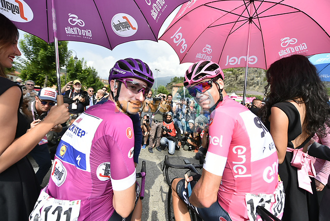 New race leader Chris Froome (GBR) Team Sky wearing the Maglia Rosa and Maglia Ciclamino Elia Viviani (ITA) Quick-Step Floors lined up for the start of Stage 20 of the 2018 Giro d'Italia, running 214km from Susa to Cervinia is the final mountain stage, with the last three climbs of Giro 101 deciding the GC of the Corsa Rosa, Italy. 26th May 2018.<br /> Picture: LaPresse/Fabio Ferrari | Cyclefile<br /> <br /> <br /> All photos usage must carry mandatory copyright credit (© Cyclefile | LaPresse/Fabio Ferrari)