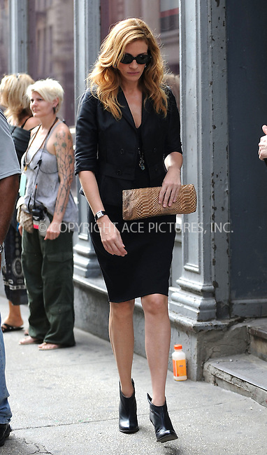 WWW.ACEPIXS.COM . . . . . ....August 20 2009, New York City....Actress Julia Roberts was on set of the new movie 'Eat Pray Love' on August 20 2009 in New York City....Please byline: KRISTIN CALLAHAN - ACEPIXS.COM.. . . . . . ..Ace Pictures, Inc:  ..tel: (212) 243 8787 or (646) 769 0430..e-mail: info@acepixs.com..web: http://www.acepixs.com