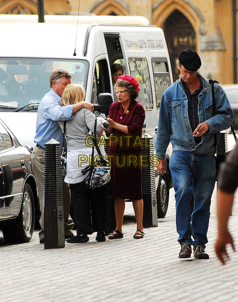 JULIE WALTERS.Filming BBC Drama about Mrs Whitehouse in London, England, May4th 2007..full length pink hat.CAP/IA.©Ian Allis/Capital Pictures