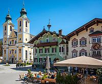 Oesterreich, Tirol, St. Johann in Tirol: Dekanatspfarrkirche Maria Himmelfahrt am Hauptplatz | Austria, Tyrol, St Johann in Tyrol: centre, church Maria Ascention at main square