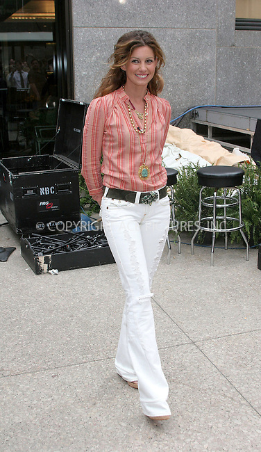 WWW.ACEPIXS.COM . . . . .  ....NEW YORK, MAY 12, 2005....Faith Hill performs on The Today Show.....Please byline: ACE005 - ACE PICTURES.   .. *** ***  ..Ace Pictures, Inc:  ..Craig Ashby (212) 243-8787..e-mail: picturedesk@acepixs.com..web: http://www.acepixs.com