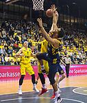 13.01.2019, EWE Arena, Oldenburg, GER, easy Credit-BBL, EWE Baskets Oldenburg vs Alba Berlin, im Bild<br /> der Fight um jeden Ball<br /> Rasid MAHALBASIC (EWE Baskets Oldenburg #24 )<br /> Johannes THIEMANN (Alba Berlin #32 )<br /> Foto © nordphoto / Rojahn