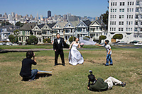 San Francisco, Usa, Giugno 2007. Matrimonio di una coppia cinese ad Alison Square.