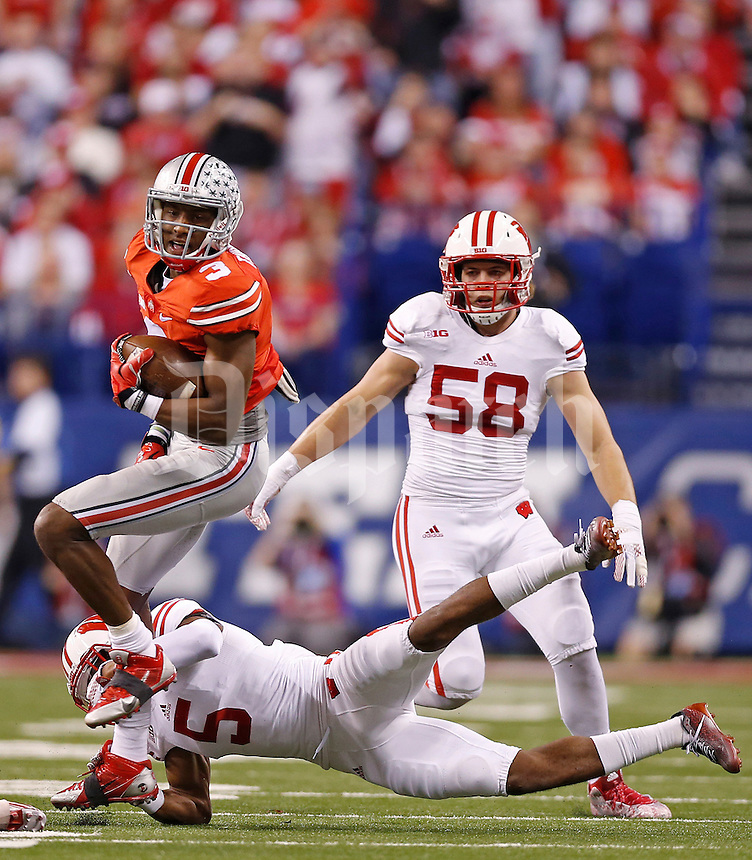 Ohio State Buckeyes wide receiver Michael Thomas (3) evades a tackle from Wisconsin Badgers cornerback Darius Hillary (5) in the first quarter of the Big Ten Championship game between the Ohio State Buckeyes and the Wisconsin Badgers at Lucas Oil Stadium in Indianapolis, Saturday night, December 6, 2014. (The Columbus Dispatch / Eamon Queeney)
