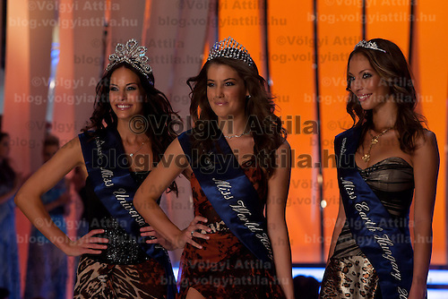 Newly crowned Miss World Hungary Linda Szunai (C) poses with runner-up and Miss Universe Hungary Betta Lipcsei (L) and Miss Earth Hungary Dora Szabo (R) after winning a joint beauty contest in Budapest, Hungary on July 14, 2011. ATTILA VOLGYI