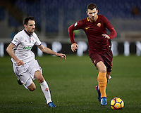 Calcio, Serie A: Roma, Stadio Olimpico, 7 febbraio 2017.<br /> Roma's Edin Dzeko (r) in action with Fiorentina's  Milan Badelj during the Italian Serie A football match between AS Roma and Fiorentina at Roma's Olympic Stadium, on February 7, 2017.<br /> UPDATE IMAGES PRESS/Isabella Bonotto
